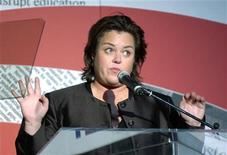 <p>Actress Rosie O'Donnell speaks to the audience during the Lambda Legal Liberty Awards where she and her partner Kelli Carpenter O'Donnell were honored in Los Angeles, September 30, 2004. REUTERS/John Hayes</p>
