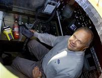 <p>Millionaire adventurer Steve Fossett sits in the capsule of his balloon that flew non-stop around the world in a file photo. REUTERS/William Philpott</p>