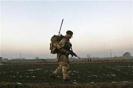 A British soldier from the NATO International Security Assistance Force (ISAF) patrols in Kabul December 24, 2007. REUTERS/Omar Sobhani