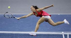 <p>A sérvia Jelena Jankovic durante partida contra Nadia Petrova na final do Grand Prix de Stuttgart, neste domingo. Jankovic conquistou o título após uma fácil vitória de por 6-4 e 6-3 e substituirá Serena Williams na segunda-feira como a número um do mundo. REUTERS/Michaela Rehle</p>