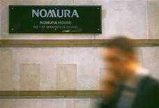 <p>Le premier courtier japonais Nomura Holdings annonce l'acquisition des opérations de back-office en Inde de la banque américaine en faillite Lehman Brothers pour un montant non divulgué. /Photo prise le 23 septembre 2008/REUTERS/Luke MacGregor</p>