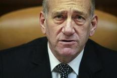 <p>Эхуд Ольмерт участвует в еженедельном собрании кабинета министров, 28 сентября 2008 года. Премьер-министр Израиля Эхуд Ольмерт во время визита в Москву постарается убедить Россию не продавать Ирану и Сирии современные ракеты и оборонные технологии. (REUTERS/Uriel Sinai/Pool)</p>