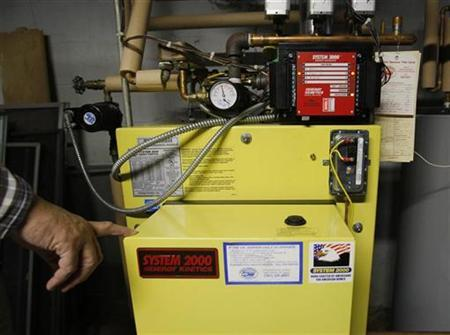A furnace which burns a mixture of biofuel and low sulfur heating oil is shown in Westwood, Massachusetts November 12, 2007. REUTERS/Brian Snyder