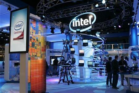Workers prepare an Intel booth for the Consumer Electronics Show (CES) in Las Vegas, Nevada January 6, 2008. REUTERS/Steve Marcus