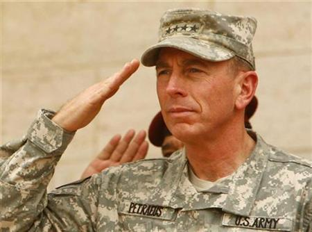 U.S. military commander in Iraq General David Petraeus salutes during a farewell ceremony for him at the Ministry of Defence in Baghdad September 15, 2008. REUTERS/Mahmoud Raouf Mahmoud