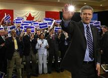 <p>Conservative leader and Canada's Prime Minister Stephen Harper waves to supporters during a campaign rally in Vancouver, British Columbia October 8, 2008. REUTERS/Chris Wattie</p>