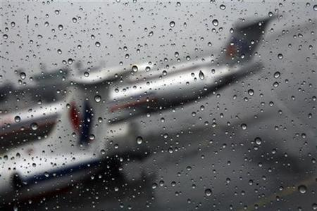 Airplanes are parked at LaGuardia International Airport in New York April 15, 2007. REUTERS/Eric Thayer