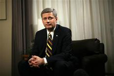 <p>Conservative leader and Canada's Prime Minister Stephen Harper waits for the start of a television interview in Winnipeg, Manitoba October 9, 2008. REUTERS/Chris Wattie</p>