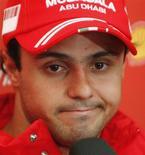 <p>O piloto da Ferarri, Felipe Massa , fala durante uma coletiva de imprensa após o grande prêmio do Japão de Fórmula 1. Fernando Alonso, da Renault, conquistou sua segunda vitória consecutiva na temporada ao vencer o Grande Prêmio do Japão de Fórmula 1 na madrugada deste domingo. Enquanto isso, o líder do campeonato Lewis Hamilton, da McLaren, caiu de primeiro para o último lugar e não pontuou. REUTERS/Issei Kato (JAPAN)</p>