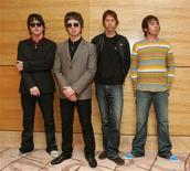 """<p>A banda de rock inglesa Oasis alcançou o primeiro lugar nas paradas de discos britânicas com o sétimo álbum """"Dig Out Your Soul"""", mantendo o histórico de produzir grandes sucessos. A banda chegou pela primeira vez ao topo das paradas com """"Definitely Maybe"""", em 1994. REUTERS/Paul Yeung</p>"""