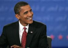 """<p>Paddy Power, le plus grand bookmaker irlandais, va procéder au versement anticipé de plus d'un million d'euros à des parieurs ayant misé sur l'élection de Barack Obama à la présidence des Etats-Unis """"Nous déclarons cette course bel et bien terminée et remercions tous ceux qui ont soutenu Obama"""", a-t-il déclaré. /Photo prise le 15 octobre 2008/REUTERS/Jim Bourg</p>"""