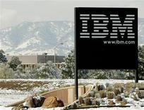 <p>International Business Machines a confirmé jeudi ses résultats provisoires, la croissance de ses activités dans les logiciels et les services ayant compensé la baisse des ventes d'ordinateurs. /Photo d'archives/REUTERS/Rick Wilking</p>