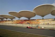 <p>Piloto da Ferrari Felipe Massa durante treino livre para o GP da China, em Xangai, nesta sexta-feira. REUTERS/Aly Song</p>