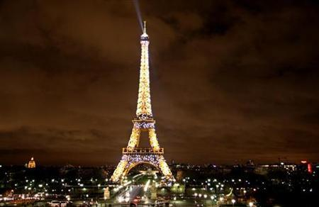 The Eiffel Tower seen at night in Paris March 11, 2008. REUTERS/John Goh (FRANCE)