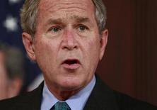 <p>Президент США Джордж Буш выступает в Вашингтоне 16 октября 2008 года. Должно пройти какое-то время, прежде чем американский план спасения финансового сектора начнет приносить первые плоды, сказал в пятницу президент США Джордж Буш. REUTERS/Jason Reed</p>