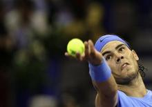 <p>O tenista número 1 do mundo, Rafael Nadal, garantiu uma vaga nas quartas-de-final do Masters de Madri, depois de bater Richard Gasquet por 6-4 e 6-2, na quinta-feira. REUTERS/Juan Medina (SPAIN)</p>