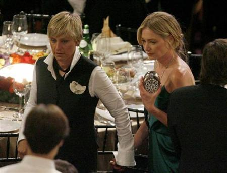 Ellen DeGeneres and Portia de Rossi (R) look for a seat at the 35th Annual Daytime Emmy Awards at the Kodak theatre in Hollywood, California June 20, 2008. REUTERS/Fred Prouser