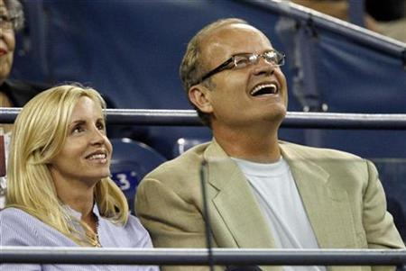 Actor Kelsey Grammer and wife Camille watch a match at the U.S. Open tennis tournament in Flushing Meadows, New York, August 27, 2008. REUTERS/Jeff Haynes