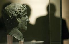 <p>Silhouettes are seen behind a bust of Constantine the Great during the press view of the Byzantium exhibition at the Royal Academy of Arts, in London October 21, 2008. REUTERS/Andrew Winning</p>