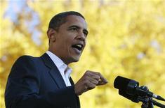 <p>Барак Обама выступает во время предвыборной гонки в Форт Коллинзе, штат Колорадо, 26 октября 2008 года . Кандидат в президенты США от Демократической партии Барак Обама по-прежнему пользуется большей популярностью у электората, чем его соперник-республиканец Джон Маккейн, однако в последние два дня разрыв между ними сократился, показали результаты опубликованного в субботу опроса общественного мнения, проведенного Рейтер совместно с C-SPAN и Zogby. REUTERS/Jason Reed</p>