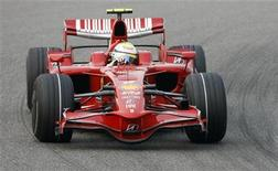 <p>La Ferrari di Felipe Massa. REUTERS/Nir Elias</p>
