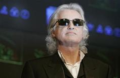 <p>Led Zeppelin guitarist Jimmy Page poses for photographers before a news conference in Tokyo in this January 28, 2008 file photo. Zeppelin are looking at the possibility of touring and recording without frontman Robert Plant, who has resisted pressure to reunite with his former bandmates, the BBC reported. REUTERS/Michael Caronna</p>