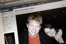 <p>Facebook in ufficio? Aiuta gli affari aziendali, dice studio. REUTERS/Jonathan Ernst</p>
