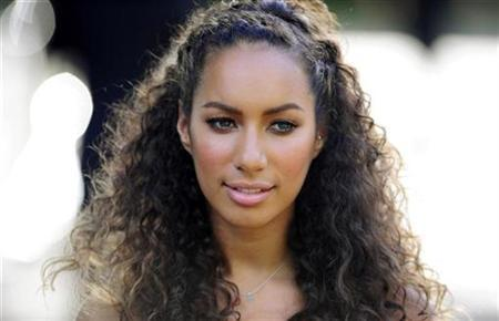 Leona Lewis arrives for the birthday dinner party of former president of South Africa Nelson Mandela at Hyde Park in London June 25, 2008. REUTERS/Dylan Martinez