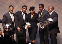 <p>Foto de arquivo de Janet Jackson com os seus irmãos e integrantes do Jackson 5 Marlon Jackson, Tito Jackson, Jackie Jackson and Randy Jackson em premiação na Califórinia.REUTERS/Mario Anzuoni</p>