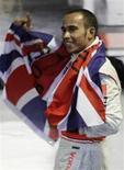 <p>O piloto da McLaren, Lewis Hamilton, celebra em Interlagos o título da Fórmula 1 após uma corrida emocionante vencida pelo brasileiro Felipe Massa. REUTERS/Sergio Moraes (BRAZIL)</p>
