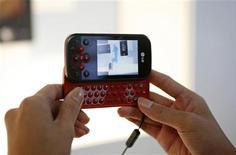 <p>Un cellulare LG. REUTERS/Vivek Prakash</p>