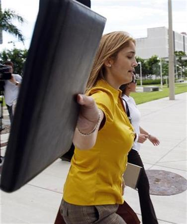 Ada Duran, sister of Franklin Duran, leaves Miami's Courthouse during the trial of a Venezuelan man accused of acting as a foreign agent in a scandal over an attempt to smuggle $800,000 into Argentina in a suitcase, in Florida September 18, 2008. REUTERS/Carlos Barria