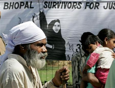 Indian survivors of the Bhopal gas tragedy attend a protest march in New Delhi March 27, 2006. REUTERS/B Mathur