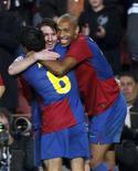 <p>Os jogadores Lionel Messi, Thierry Henry e Andres Iniesta comemoram gol marcado pelo Barcelona na Liga dos Campeões. 4 de novembro.REUTERS/Albert Gea</p>