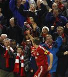 <p>O meia inglês Steven Gerrard, do Liverpool, comemora gol marcado contra o Atlético de Madri pela Liga dos Campeões. 4 de novembro.REUTERS/Phil Noble (BRITAIN)</p>