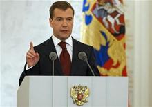 <p>Российский президент Дмитрий Медведев выступает с ежегодным обращением к парламенту в Москве 5 ноября 2008 года. Россия откажется от сокращения ядерной наземной группировки и развернет тактические ракеты в своем европейском анклаве в ответ на появление американской системы противоракетной обороны в Восточной Европе. REUTERS/RIA Novosti/Kremlin/Dmitry Astakhov</p>