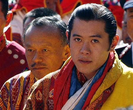 Bhutan's King Jigme Khesar Namgyel Wangchuck walks with Prime Minister Jigmi Thinley (L) during his coronation ceremony in Thimpu November 6, 2008. REUTERS/Desmond Boylan
