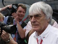 """<p>O chefão da Fórmula 1, Bernie Ecclestone, discordou dos rumores sobre racismo na categoria, após o britânico Lewis Hamilton ter se tornado o primeiro piloto negro a conquistar o título mundial. Ele disse ainda que as recentes polêmicas são """"uma piada"""". REUTERS/Stephen Hird</p>"""