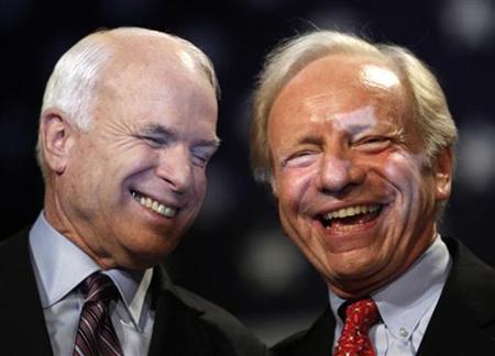 US Republican presidential nominee Senator John McCain (L) smiles as he talks with Senator Joe Lieberman (I-CT) during a rally in Downingtown, Pennsylvania October 16, 2008. REUTERS/Carlos Barria