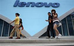 <p>Le bénéfice de Lenovo a baissé de 78% au deuxième trimestre, une chute accompagnée d'une baisse des livraisons et des marges, la demande technologique souffrant de la crise financière mondiale. /Photo d'archives/REUTERS/Gil Cohen Magen</p>