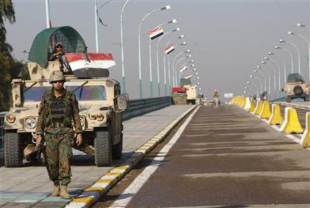 Iraqi soldiers secure the reopening of the Imams bridge in central Baghdad, November 11, 2008. REUTERS/Mohammed Ameen