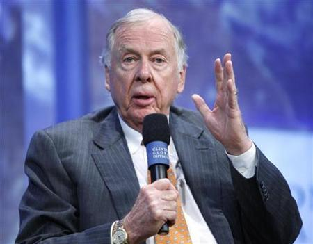 Founder and Chairman of BP Capital Management T. Boone Pickens participates in a panel discussion during the Clinton Global Initiative in New York September 25, 2008. . REUTERS/Chip East