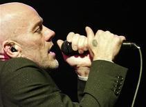 <p>Michael Stipe da banda R.E.M. e apresenta em Riga, na Letônia, em foto de arquivo. REUTERS/Ints Kalnins</p>