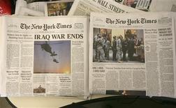 """<p>Portada de la copia falsa del diario New York Times donde se declara el fin a la guerra en Irak, Nueva York, 12 nov 2008. Un grupo de bromistas repartió el miércoles más de 1,2 millones de ejemplares falsos del diario The New York Times en Nueva York y Los Angeles, con una portada que afirmaba """"Termina la guerra de Irak"""". REUTERS/Brendan McDermid</p>"""