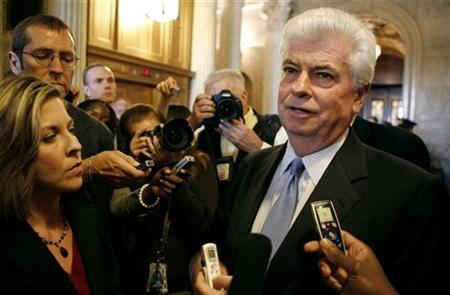 Senate Banking Committee Chairman Chris Dodd (D-CT) speaks to reporters in the Capitol in Washington October 1, 2008. REUTERS/Kevin Lamarque
