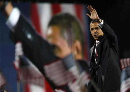 President-elect Senator Barack Obama waves to supporters during his election night rally in Chicago November 4, 2008.REUTERS/Carlos Barria
