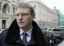 <p>Представитель центробанка Исландии Сигурдур Стурла Палссон в Москве 14 октября 2008 года. Россия рассматривает возможность предоставления кредита Исландии, но в размере менее $4 миллиардов, сообщил заместитель министра финансов РФ Дмитрий Панкин в понедельник. REUTERS/Denis Sinyakov (RUSSIA)</p>