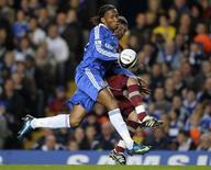 <p>O atacante do Chelsea Didier Drogba foi suspenso por três partidas por atirar uma moeda contra os torcedores do Burnley durante jogo na semana passada pela Copa da Liga, em que seu time foi derrotado. REUTERS/Kieran Doherty</p>