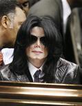 <p>Foto de arquivo do popstar Michael Jackson no funeral do lendário James Brown, em Augusta.REUTERS/Lucas Jackson</p>