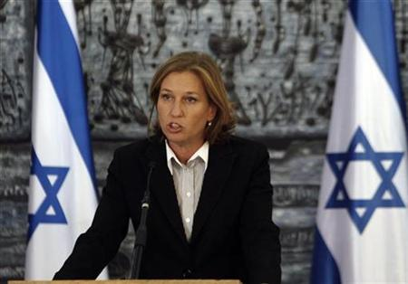 Israel's Foreign Minister Tzipi Livni speaks to the media after her meeting with President Shimon Peres in Jerusalem, October 26, 2008. REUTERS/Ronen Zvulun